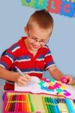 Школьник учя написать письма Стоковое Фото