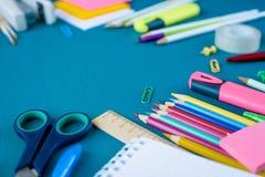 Школьные принадлежности на голубой предпосылке стоковые изображения rf