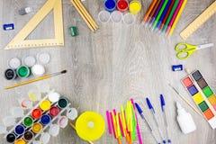 Школьные принадлежности на серой предпосылке Стоковое Фото