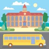 Школьный автобус около школы Стоковая Фотография