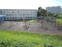 Школа и спортивная площадка спорта, спортзал под открытым небом, Стоковая Фотография RF