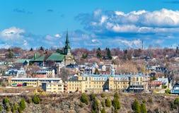 Школа Marcelle-мушкела и церковь Notre-Дам-de-Ла-Victoire в Levis около Квебека (город), Канады стоковые фото