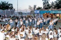 Школьники от школы Katzenelson празднуют 50 лет  стоковые изображения rf