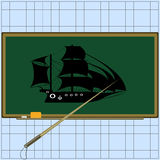 Школьное правление с аксессуарами: губка, указатель, мел Силуэт корабля на доске Объект исследования Стоковые Фотографии RF