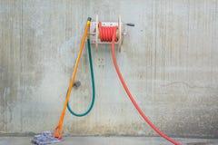 Шланг и mop стоковое фото