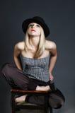 шлема способа искусства женщина красивейшего белокурого сексуальная Стоковое Фото