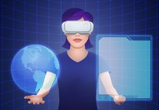 Шлемофон виртуальной реальности молодой милой женщины нося Стоковое Изображение
