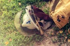 Шлемы спасения пожарных на солнечный день стоковая фотография