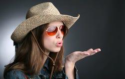 шлем девушки ковбоя довольно Стоковые Фотографии RF