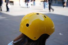 шлем девушки немногая желтый цвет Стоковое фото RF