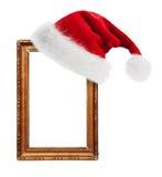 Шлем Дед Мороз повиснутый на старой рамке Стоковая Фотография RF