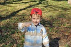 шлем мальчика немногая красное Стоковое Изображение