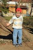 шлем мальчика немногая красное Стоковая Фотография