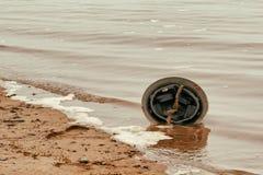 Шлем на пляже Стоковая Фотография RF