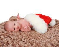 шлем одеяла любознательний кладя newborn santa Стоковые Изображения RF