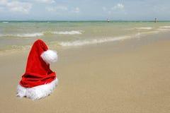 шлем santa пляжа тропический Стоковая Фотография RF