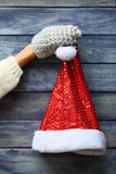 шлем santa предпосылки деревянный Стоковое Изображение