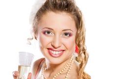 шлем santa привлекательной девушки шампанского стеклянный Стоковые Изображения RF
