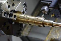 Шлиц вырезывания машины поворачивать или токарного станка CNC Стоковая Фотография