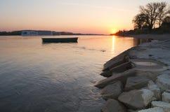 Шлюпка в восходе солнца Стоковое Фото