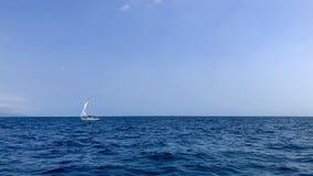 шлюпка в океане стоковая фотография rf