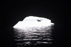 Шлюпка в пещере Стоковые Изображения