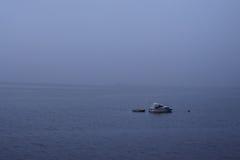 Шлюпка в тумане Стоковое Изображение RF