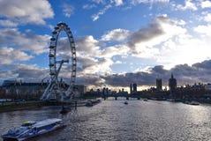 Шлюпка города Лондона на привлекательности туризма реки стоковые изображения