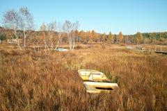 шлюпка дезертировала ую траву пущи Стоковое Фото