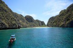 Шлюпка длиннего кабеля на заливе Maya, Krabi, Таиланде Стоковые Фото