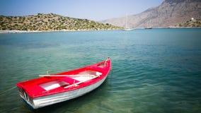 Шлюпка и красивое море, стоковое изображение rf