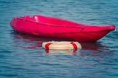 Шлюпка каяка на стиле instagram воды Стоковое фото RF