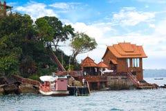 Шлюпка к Pos Koh изумительный пляж королевства Камбоджи интереса Стоковая Фотография RF