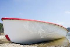 Шлюпка на береге Стоковое фото RF
