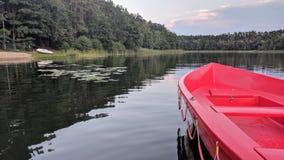Шлюпка на озере стоковое фото rf