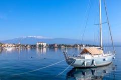 Шлюпка на озере Garda стоковое фото