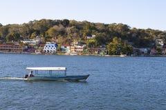 Шлюпка на озере Peten Itza в Гватемале Стоковое Фото