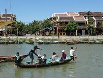 Шлюпка на реке Bon Thu, Hoi, Вьетнаме Стоковые Фотографии RF