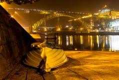 Шлюпка около реки Дуэро вечером стоковая фотография rf