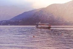 Шлюпка перемещения в озере Como Стоковые Изображения RF