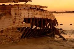шлюпка повредила daw деревянное стоковые изображения