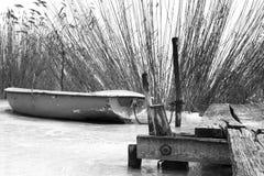 Шлюпка рыболова на льде на озере Balaton, Венгрии Стоковое Изображение
