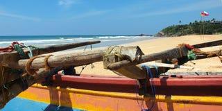 Шлюпка рыболова, на пляже стоковая фотография