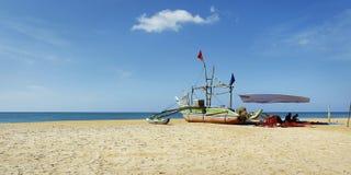 Шлюпка рыболова, на пляже стоковое изображение rf