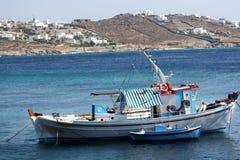 шлюпка удя греческие острова Стоковое Изображение RF