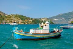 шлюпка удя греческое традиционное стоковые фото