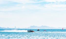 Шлюпка F5 в шлюпке 2017 силы Bangsaen на пляже Bangsaen в Таиланде Стоковые Фотографии RF