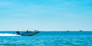 Шлюпка F4 в шлюпке 2017 силы Bangsaen на пляже Bangsaen в Таиланде Стоковые Фото