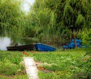 2 шлюпки в заводи реки Стоковые Фотографии RF