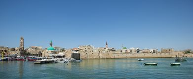 Шлюпки в старом порте акра, Израиле стоковые фото
